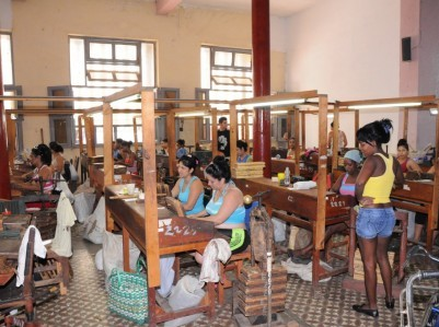 26-Women-and-Work-Women-in-Tabaco-Factory-1024x680